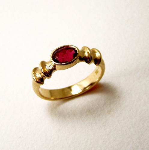Ring-AU-RubelitfacOVAL